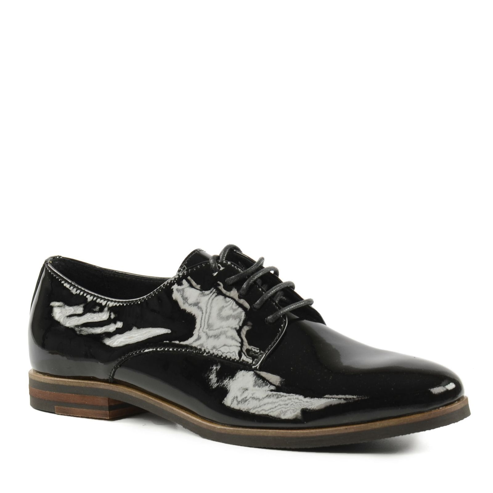 chaussures vernies a lacets
