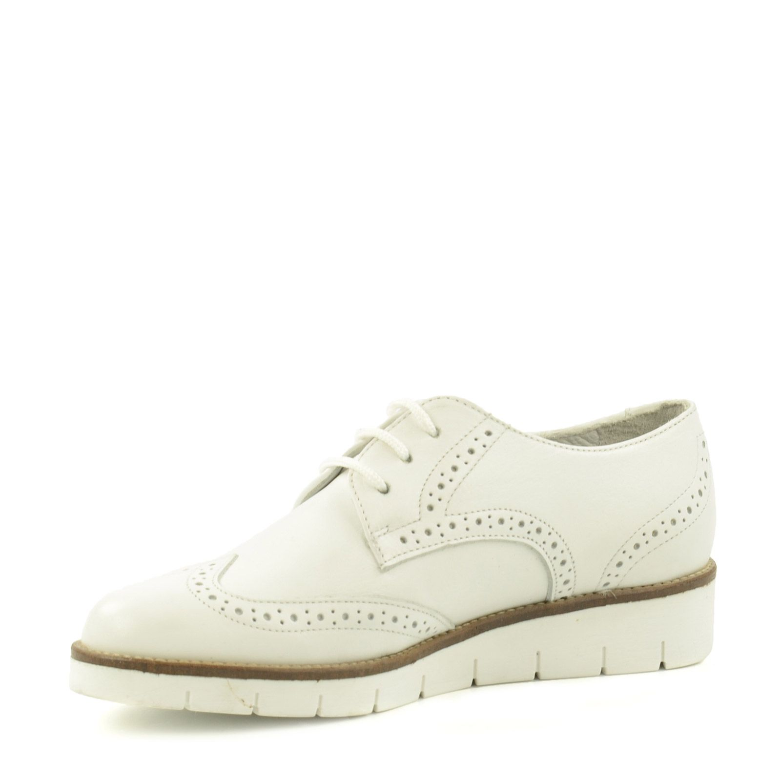 Weiße Brogues mit Plateausohle