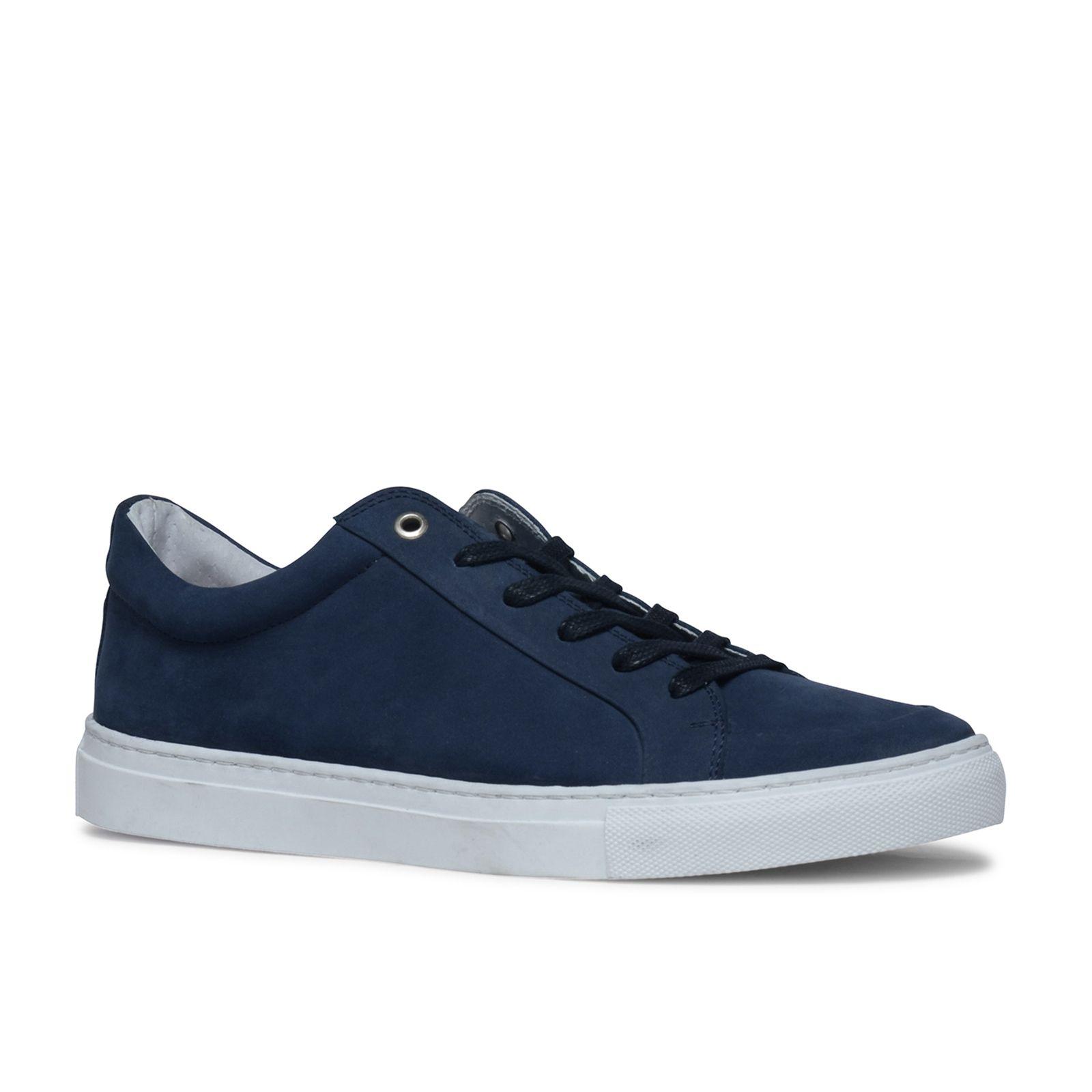 Baskets bleues