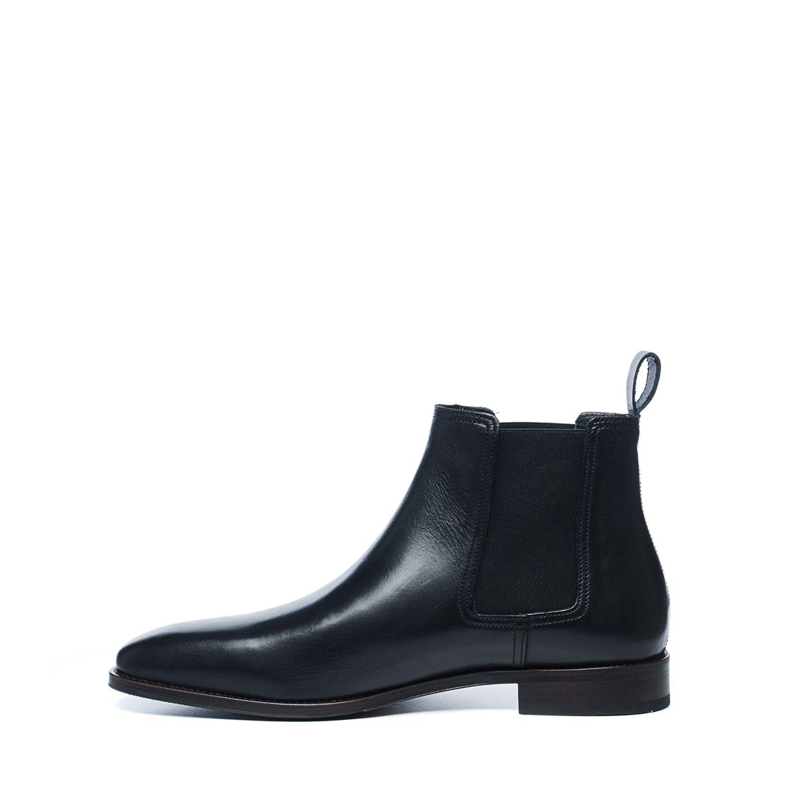 schwarze chelsea boots aus leder. Black Bedroom Furniture Sets. Home Design Ideas