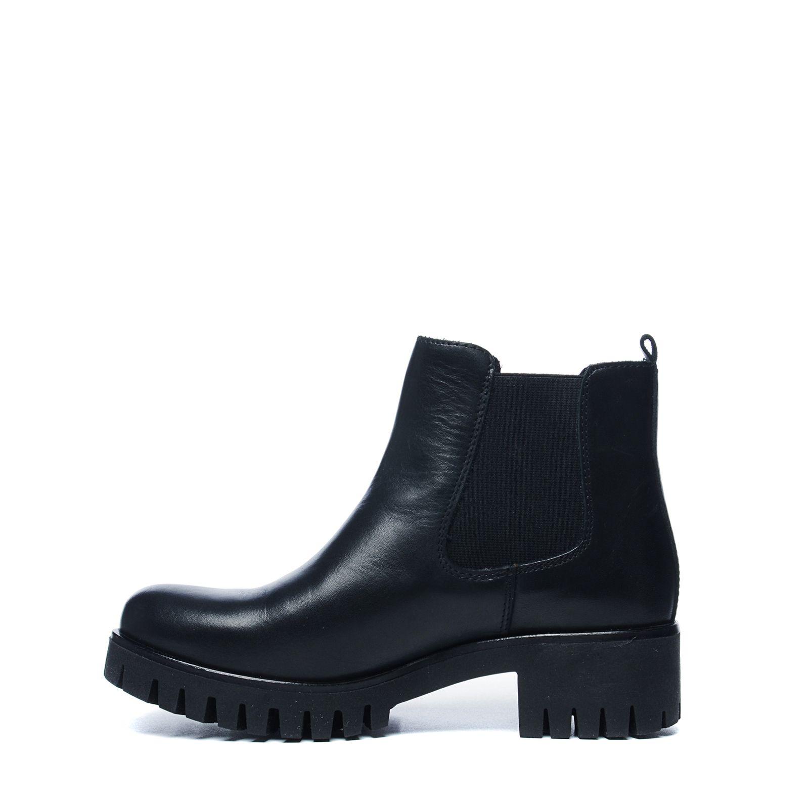 Zwarte chelsea boots met grove zool