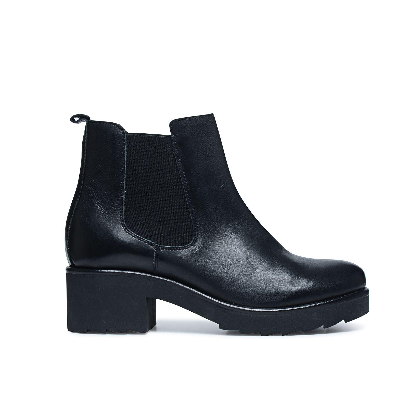 schwarze chelsea boots mit plateausohle. Black Bedroom Furniture Sets. Home Design Ideas