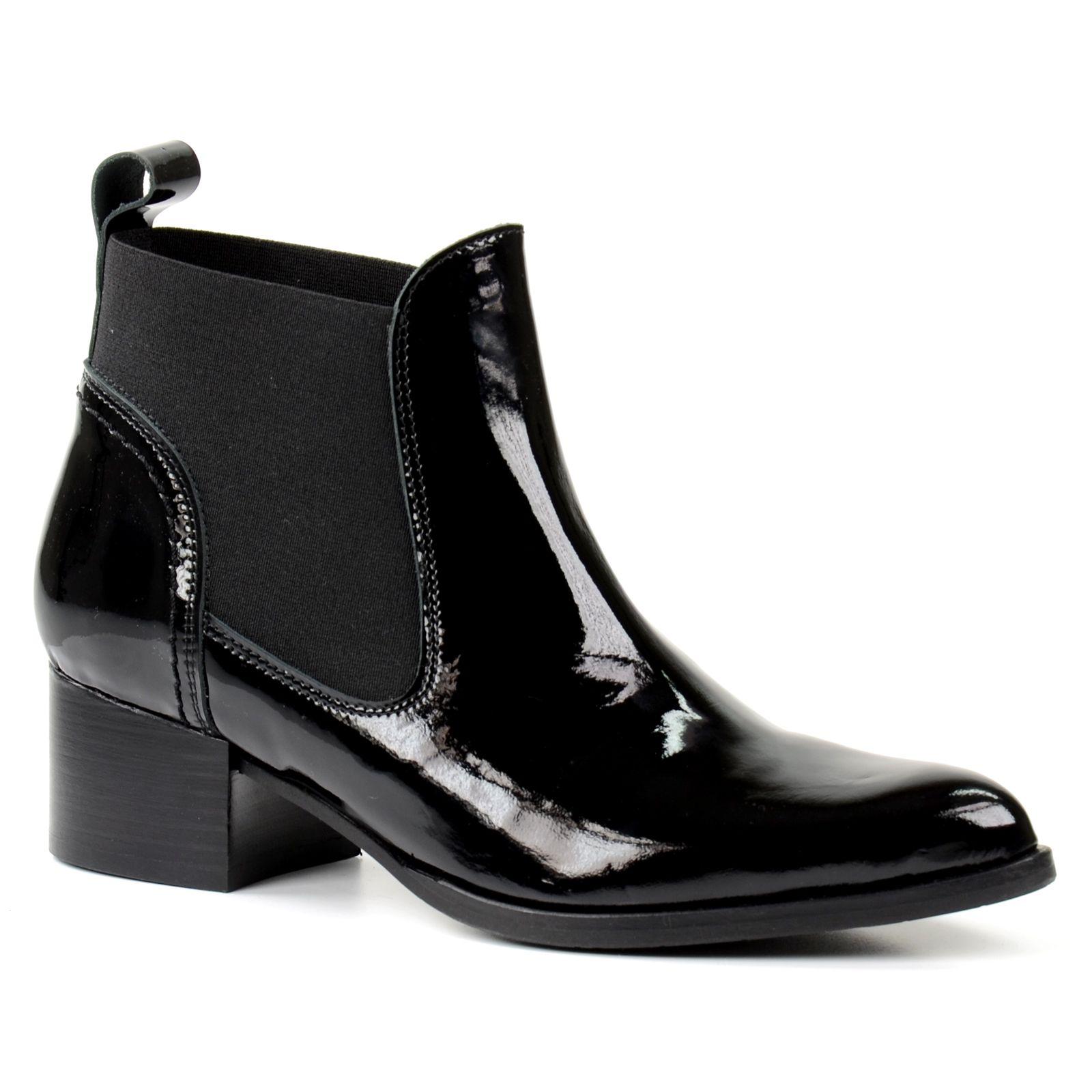 boots chelsea en cuir verni noir femmes. Black Bedroom Furniture Sets. Home Design Ideas