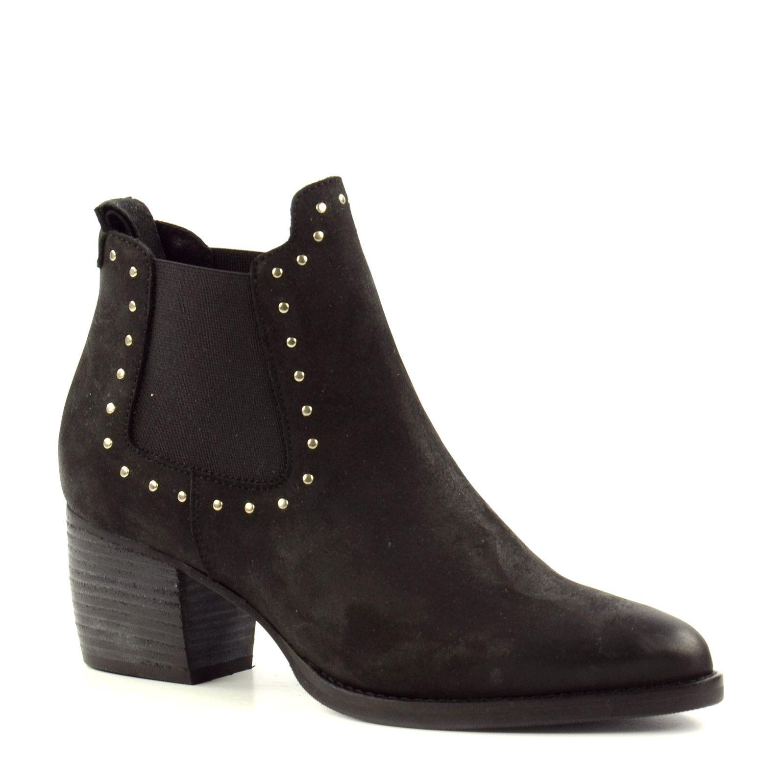 schwarze chelsea boots mit nieten damenschuhe. Black Bedroom Furniture Sets. Home Design Ideas