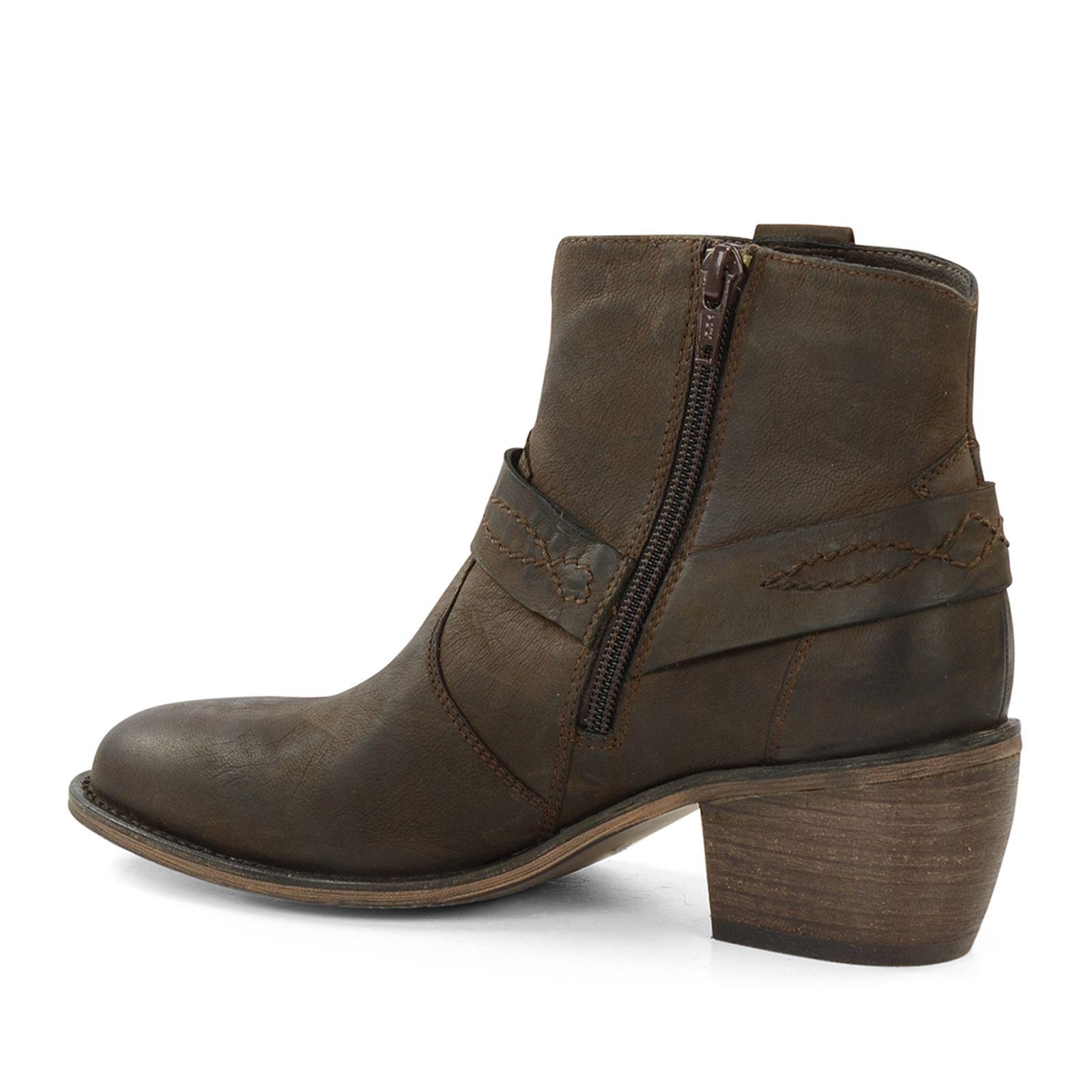 braune cowboy boots mit absatz damenschuhe. Black Bedroom Furniture Sets. Home Design Ideas