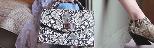8e0541c88b0 Een écht fashion item: de tas. Of je nu kiest voor een mooie schoudertas,  een handtas, classy clutch of grote shopper, je vind bij Sacha voor iedere  ...