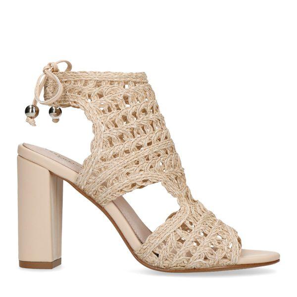Beige opengewerkte sandalen met hak