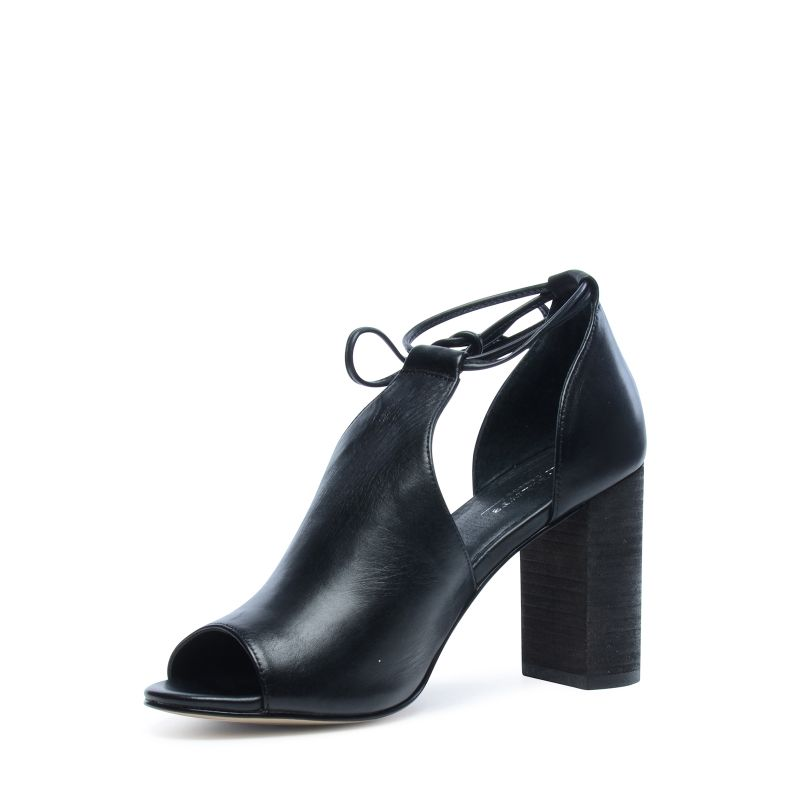 Zwarte cut-out sandalen met hak