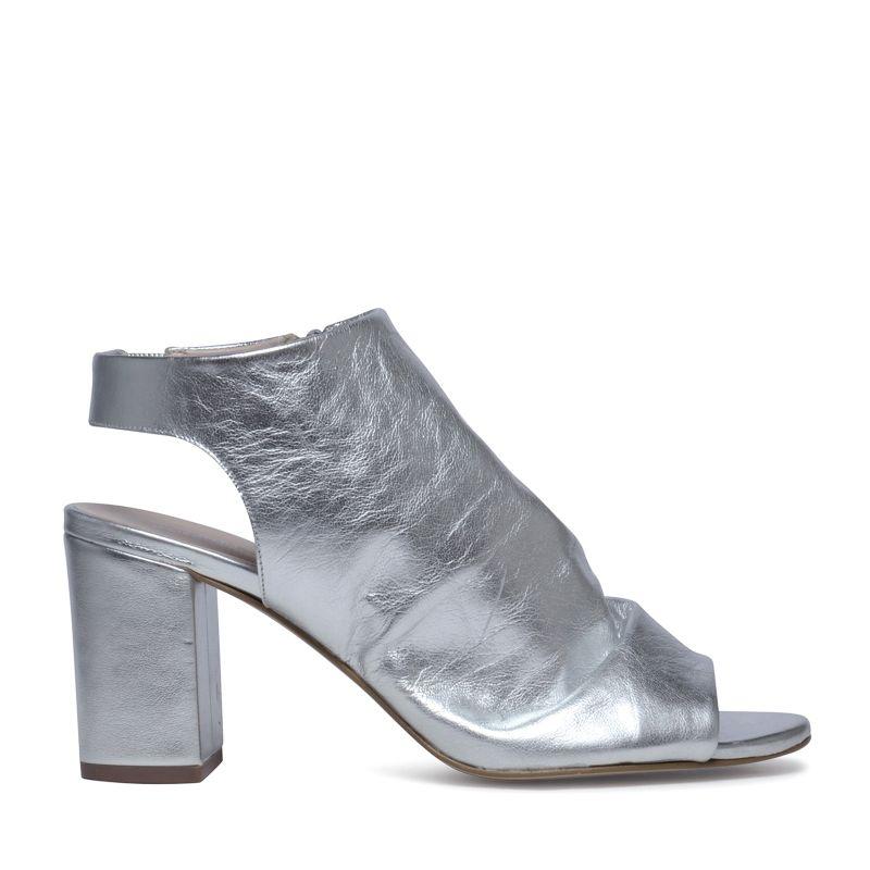Silberne Sandaletten mit Peeptoe