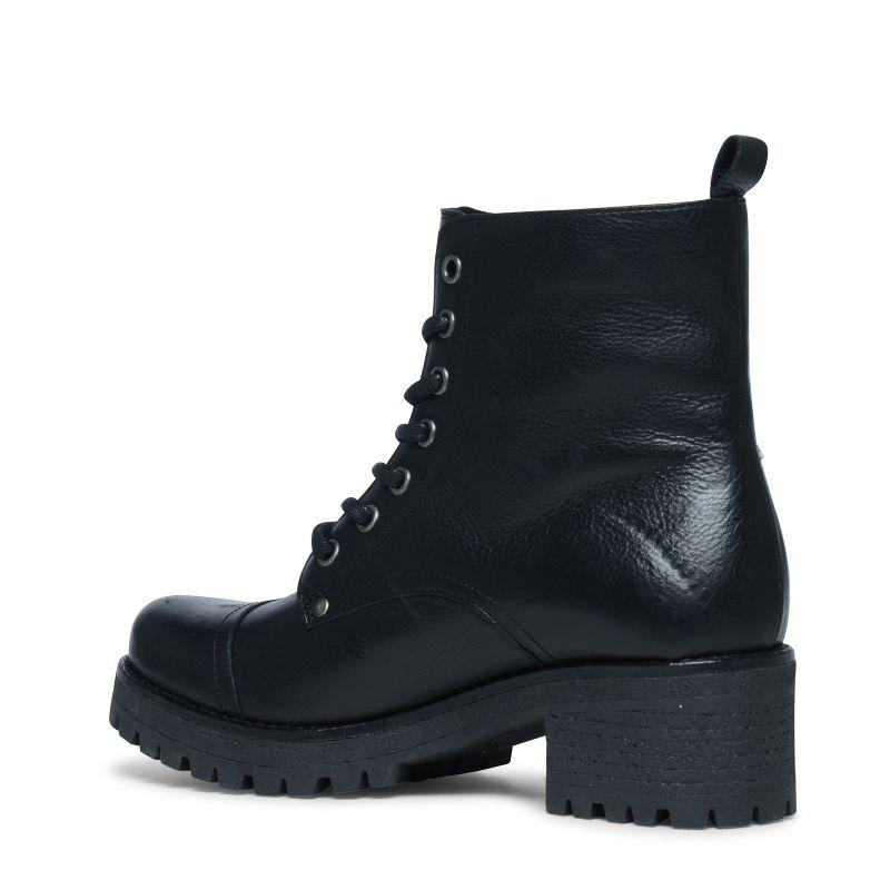 Schwarze Schnürstiefeletten mit Aufnähern