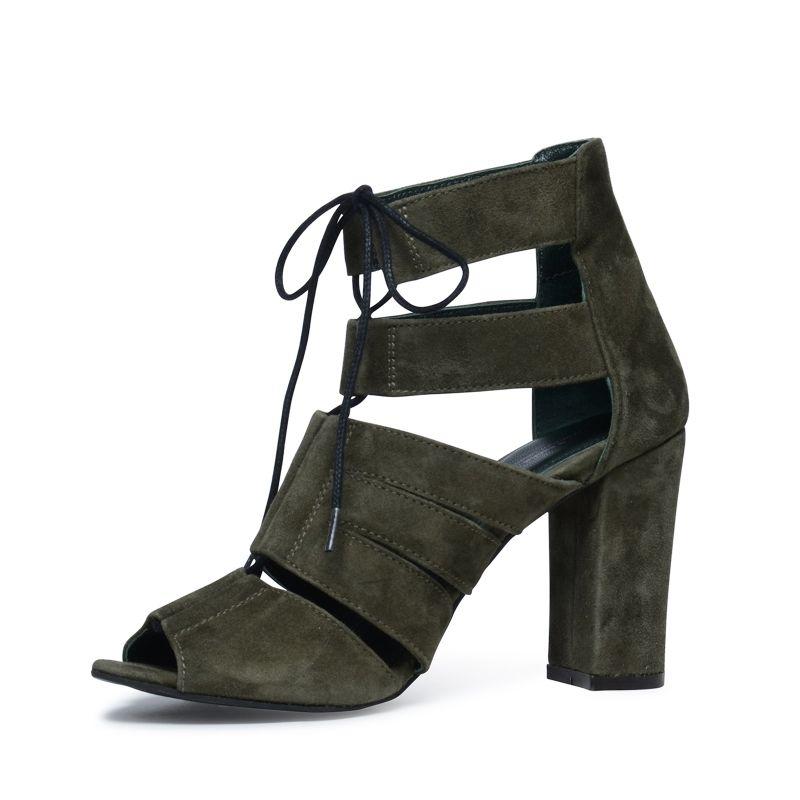 Khakigrüne Sandaletten mit Schnürung