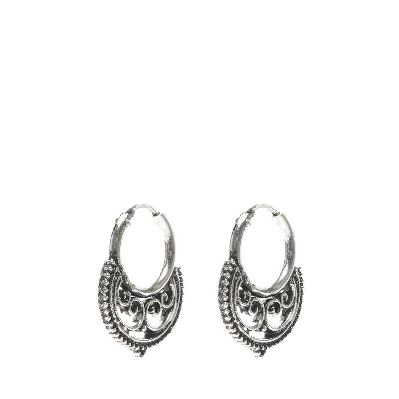 Zilverkleurige ringetjes met detail
