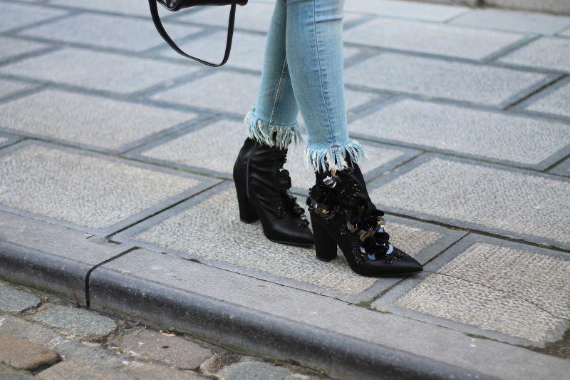 Zwarte enkellaarsjes met hak pailletten