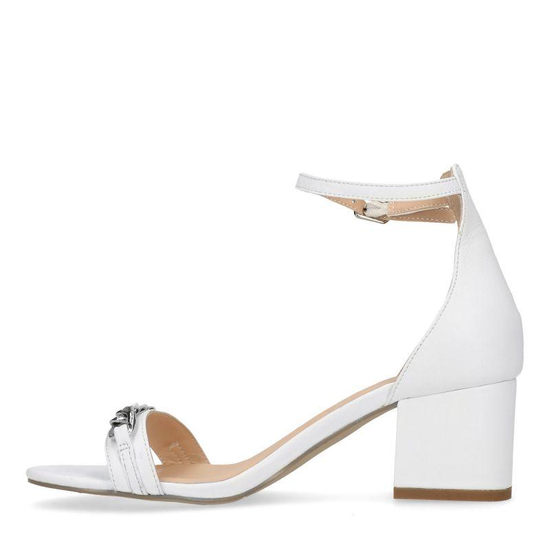 Witte sandalen met hak en detail