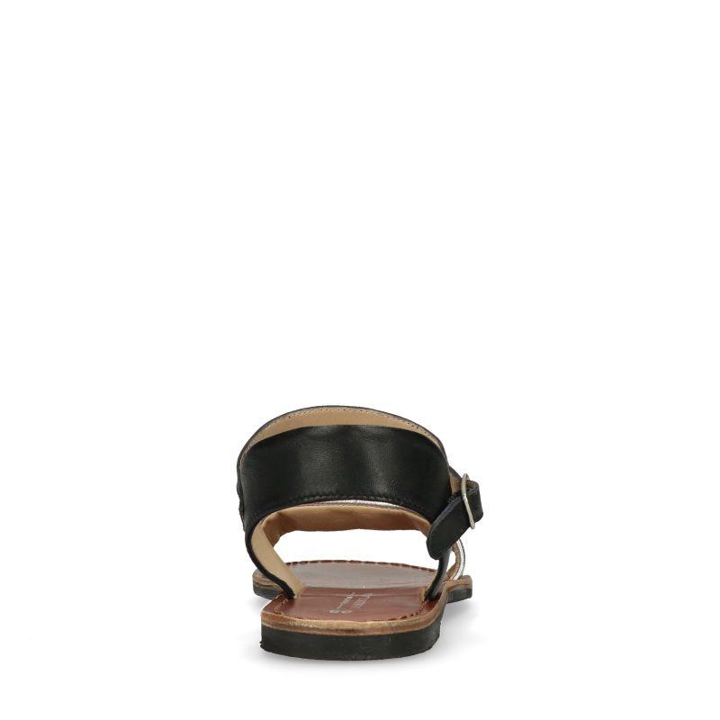 Zwart met zilveren sandalen