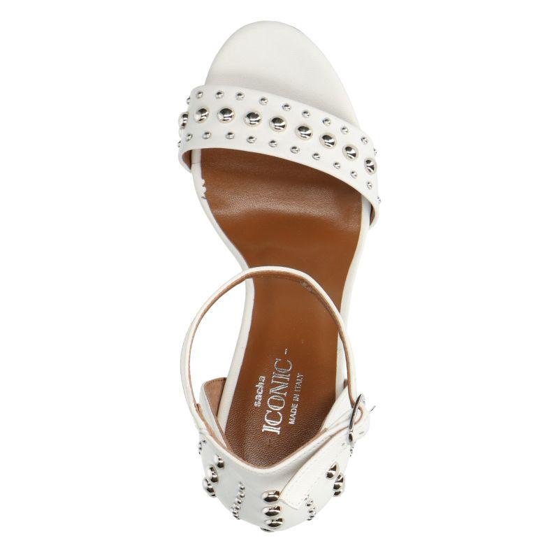 Witte sandalen met hak met studs