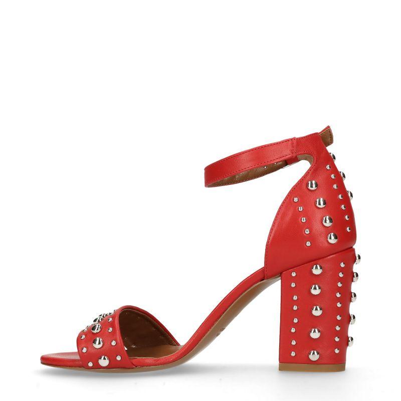 Rode sandalen met hak met studs