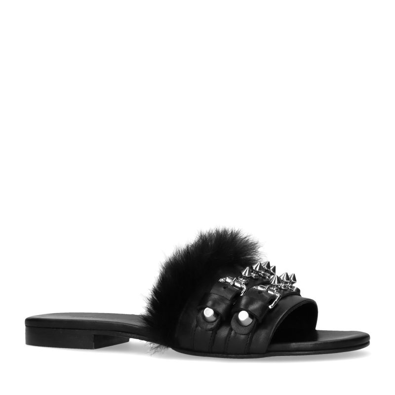 Zwarte slippers met fluffy en spikes