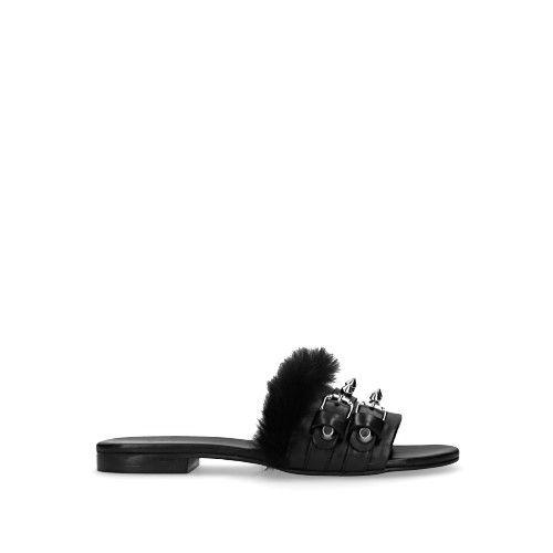 Zwarte slippers met fluffy en spikes
