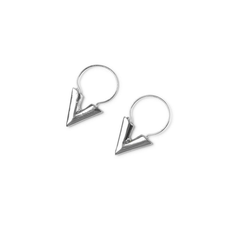 LUZ V shape oorbellen zilver