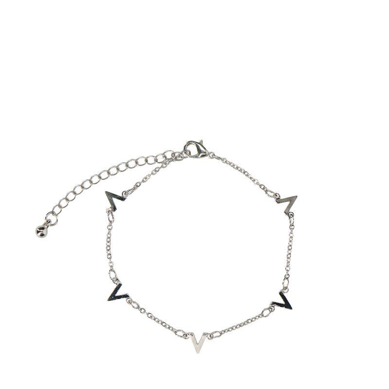 Zilverkleurig armbandje met V
