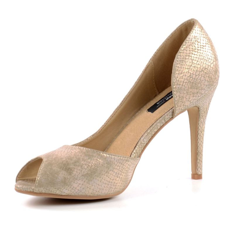 Shop Fred de la Bretoniere pumps online. In the Fred de la Bretoniere official webshop it's easy and safe to shop your favourite pair of pumps online. With every pair of pumps, we have specified the heel height and fit. All pumps come with free shipment and returns.