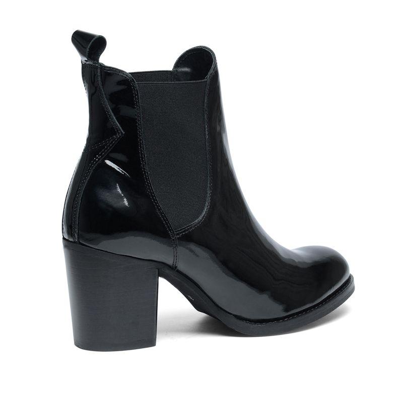 schwarze chelsea boots lackleder damenschuhe. Black Bedroom Furniture Sets. Home Design Ideas