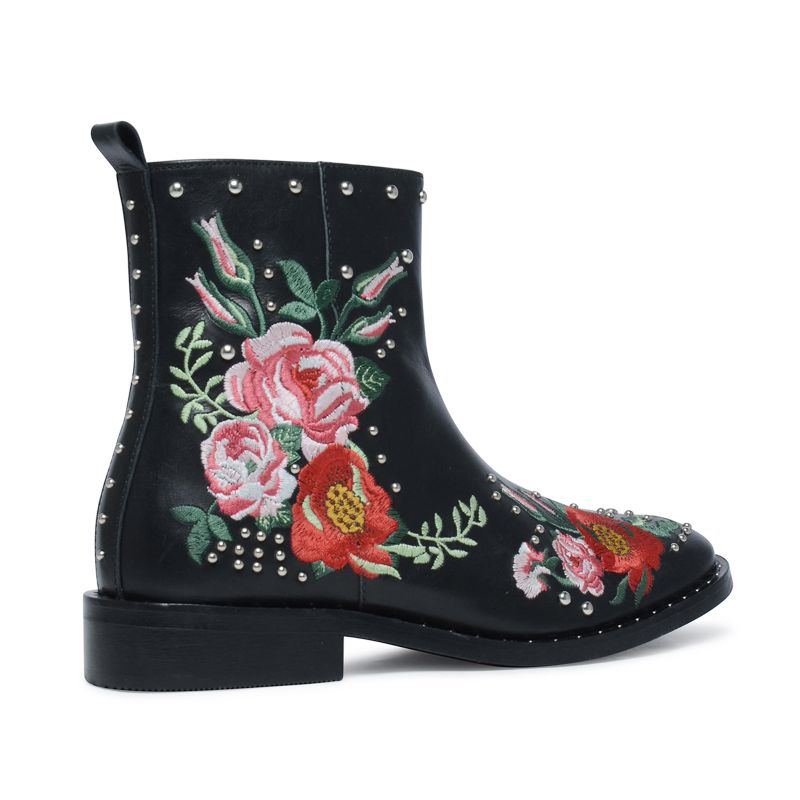bottines embroidery avec clous noir femmes. Black Bedroom Furniture Sets. Home Design Ideas
