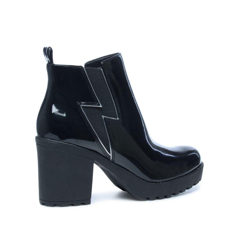 steve madden schwarze chelsea boots aus lack damenschuhe. Black Bedroom Furniture Sets. Home Design Ideas