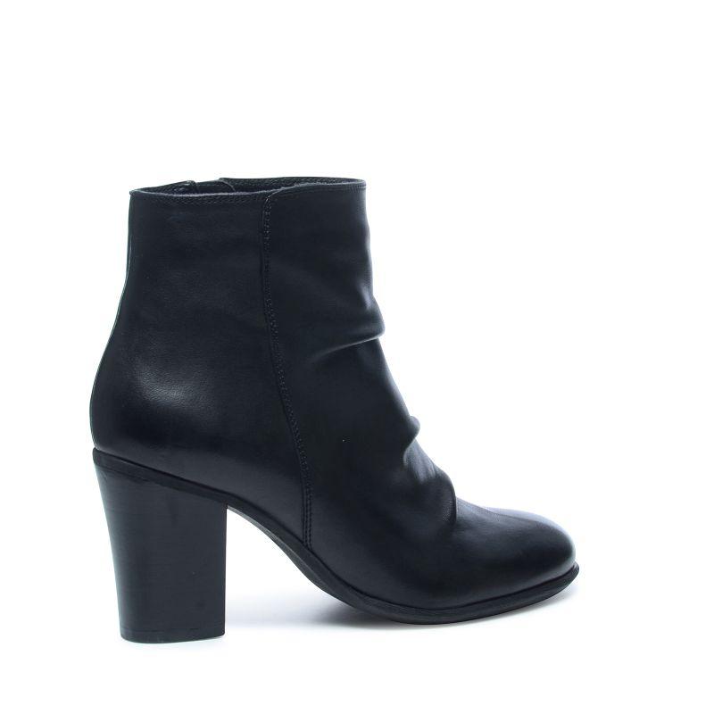 schwarze kurze stiefel mit absatz damenschuhe sacha. Black Bedroom Furniture Sets. Home Design Ideas