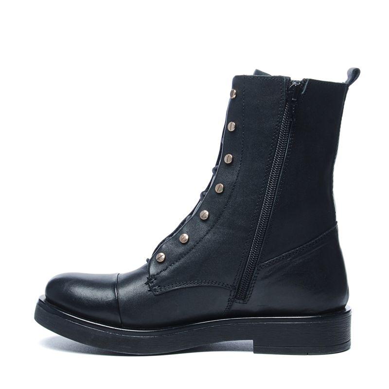 schwarze biker boots mit subtilen nieten damenschuhe sacha. Black Bedroom Furniture Sets. Home Design Ideas