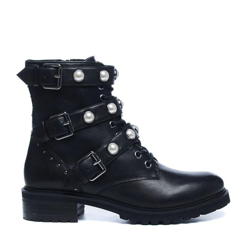 schwarze biker boots mit schnallen und perlen