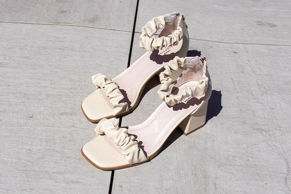 sneakers met jurkje