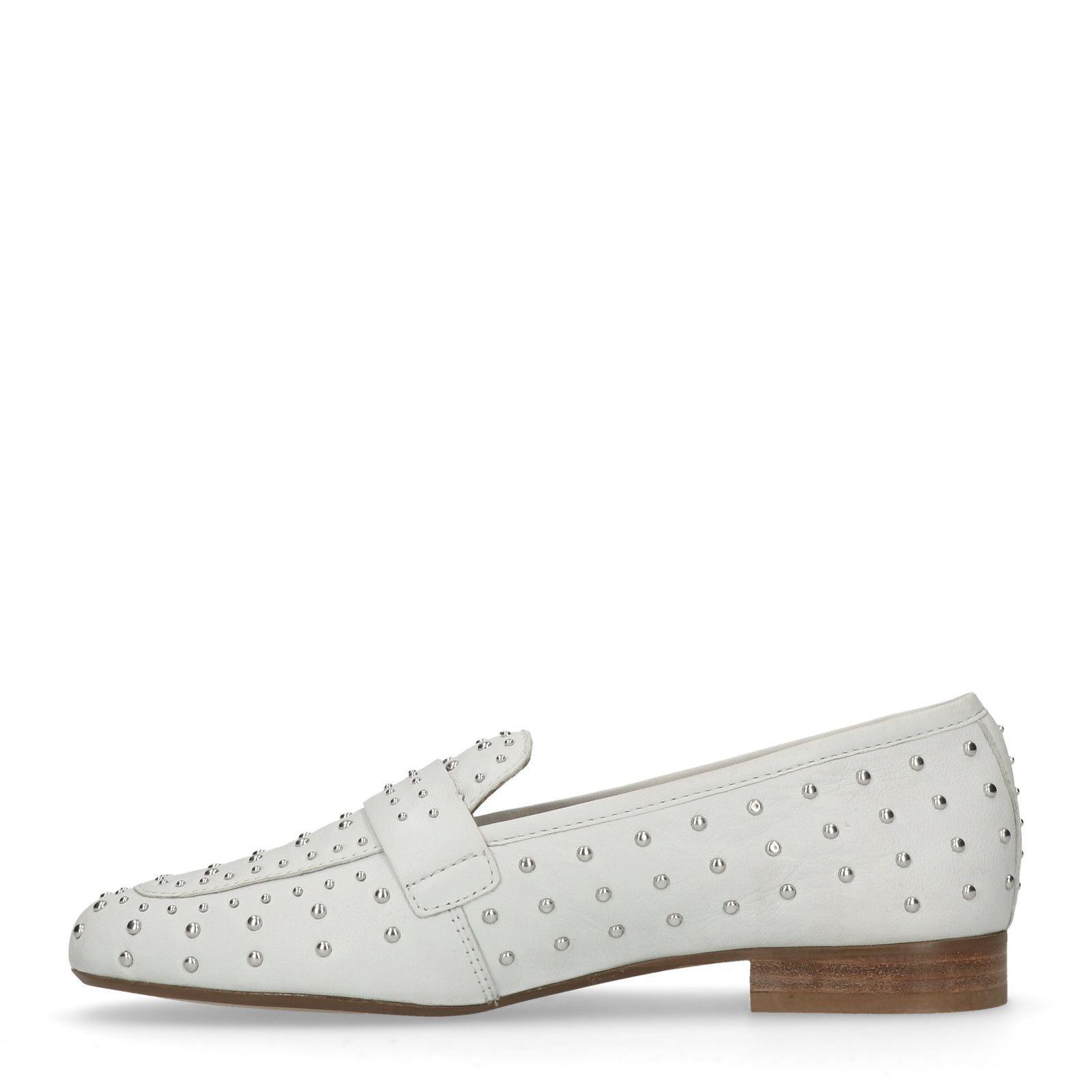 61e51ce49da Witte loafers met studs - Dames | MANFIELD