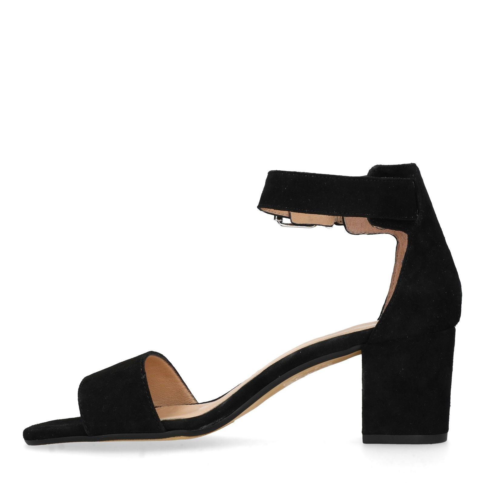 Zwarte sandalen met hak en open teen
