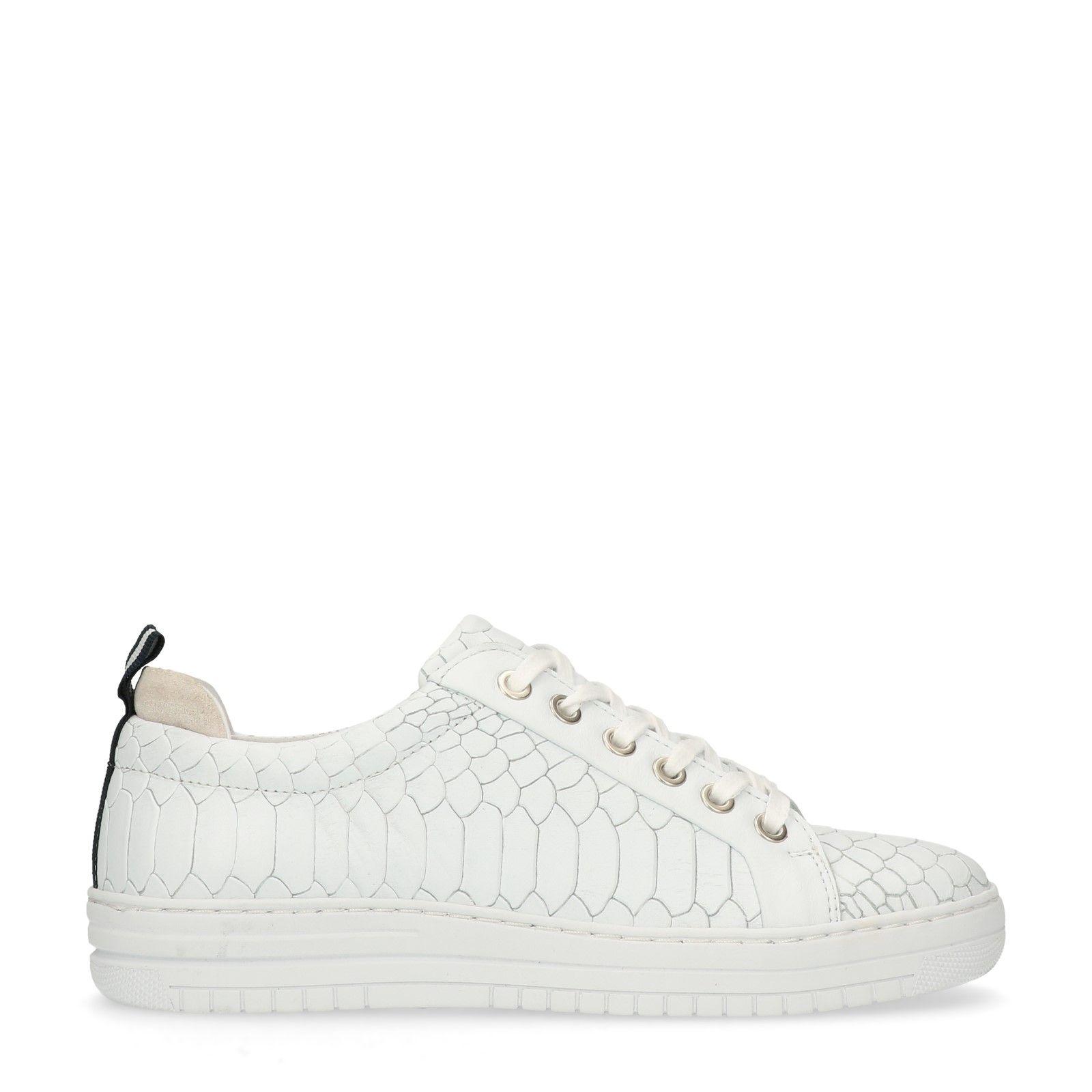 Witte slangenleren schoenen