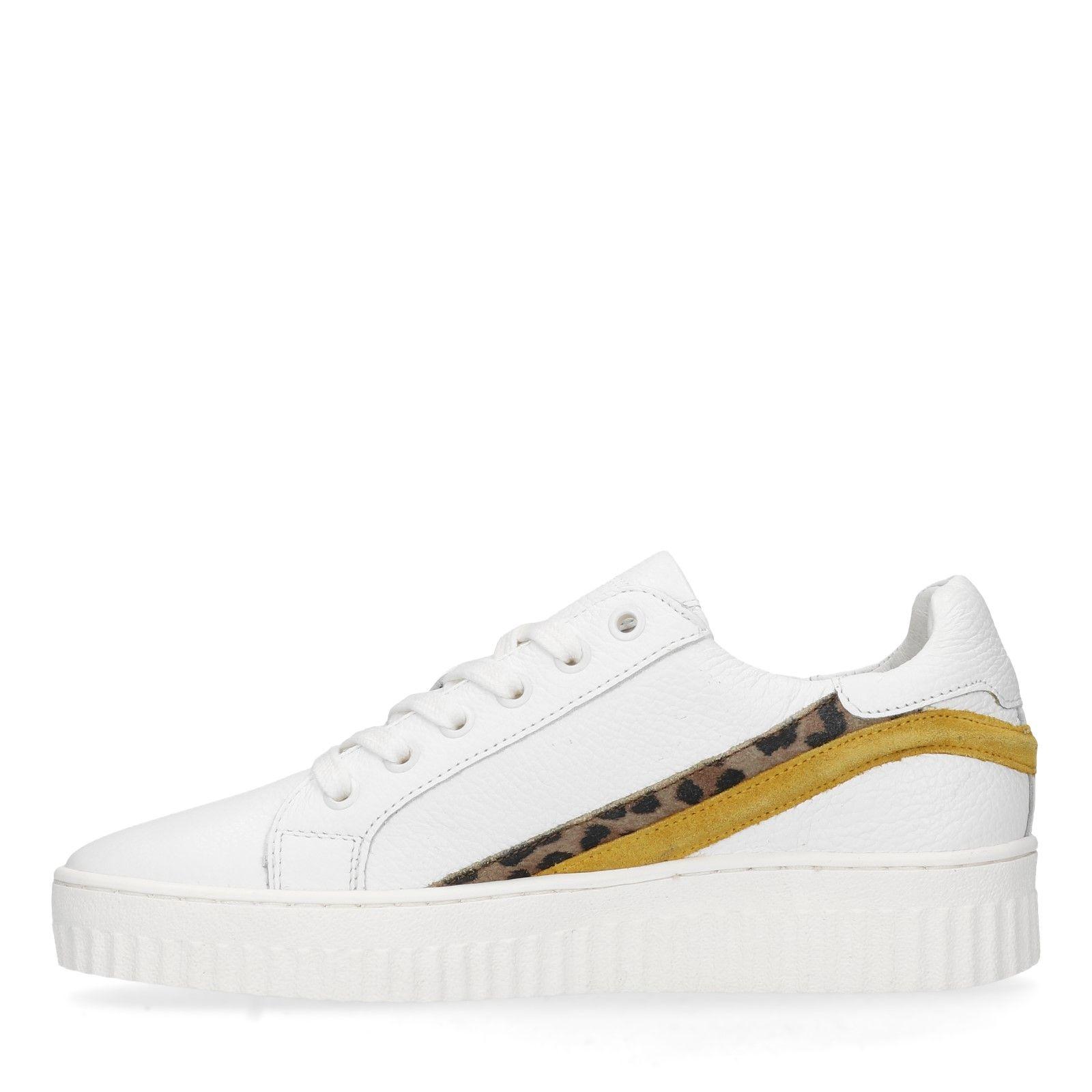 6dbed8e7314 Witte sneakers met geel en panterprint detail - Dames   MANFIELD