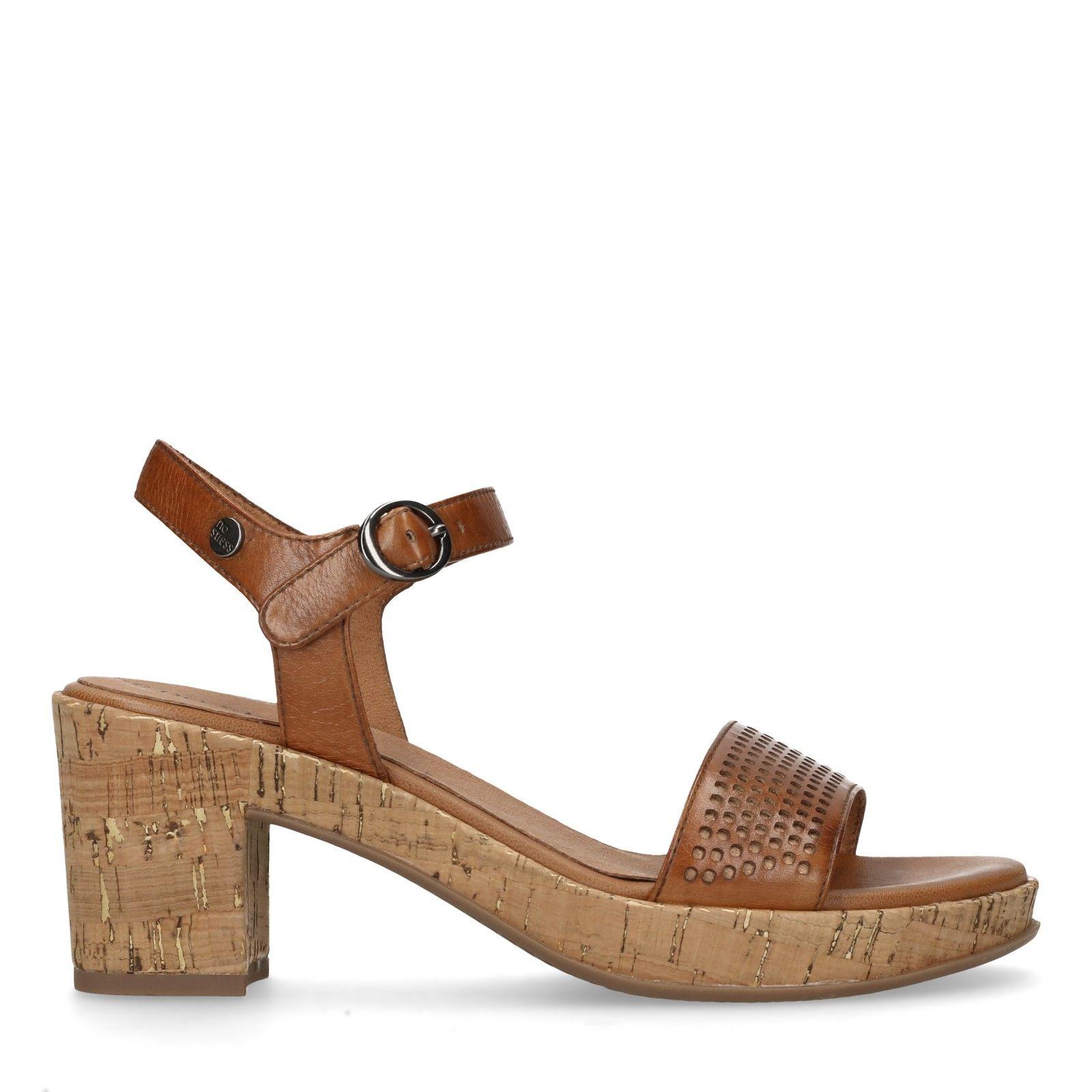 Cognacfarbene Sandaletten mit Korkabsatz