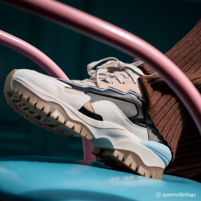 Queen of Jetlags x Sacha beige sneakers met blauwe details