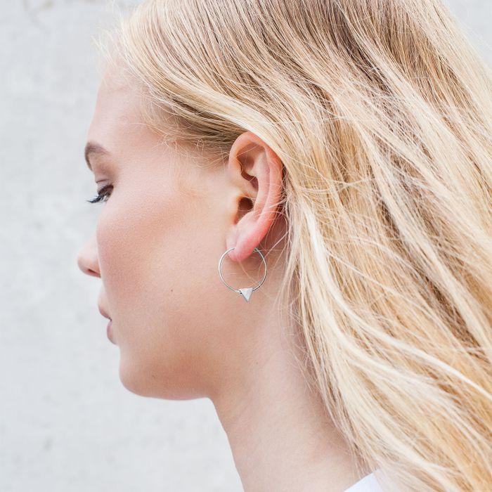 Boucles d'oreille avec triangle couleur argent