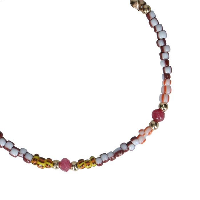 Goudkleurig armbandje met gekleurde kraaltjes
