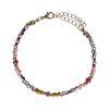 Goldfarbenes Armband mit farbigen Perlen