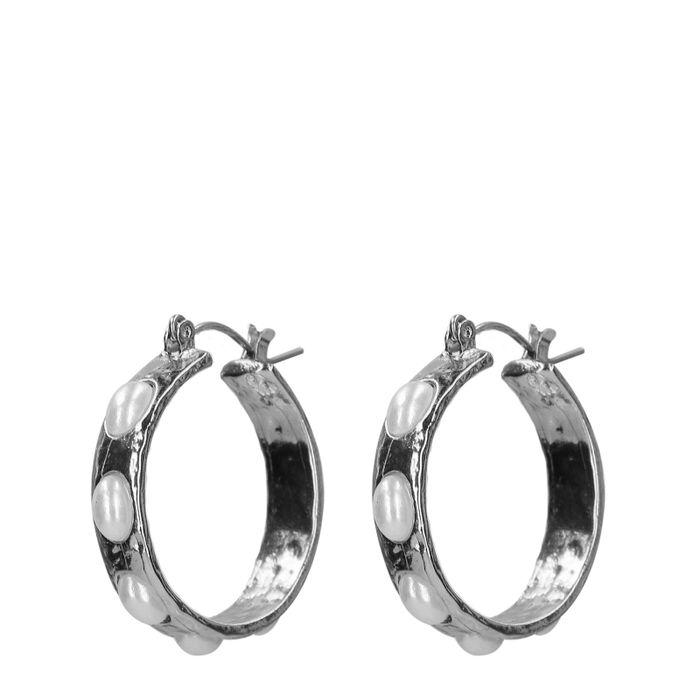 Silberne Ohrringe mit Perlen