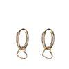 Goldfarbene Ohrringe mit Herz-Anhänger