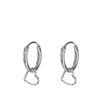 Silberfarbene Ohrringe mit Herz-Anhänger