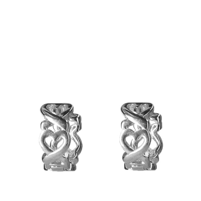 Zilverkleurige oorbelletjes met hartjes patroon