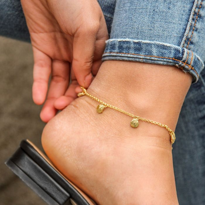 Goldfarbenes Fußkettchen mit Muscheln