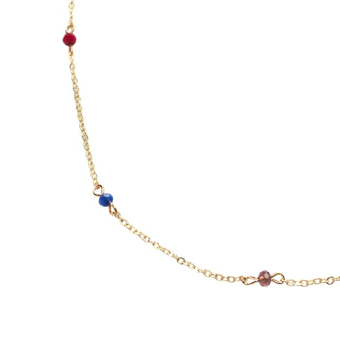 Goldfarbene Kette mit bunten Perlen