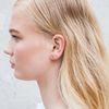 Gouden oorbellen in diamantvorm