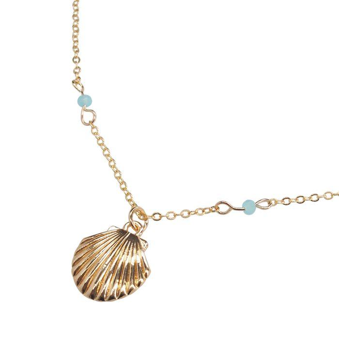 Goudkleurige ketting met schelp en blauwe kralen